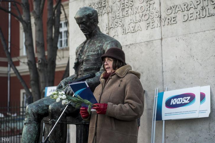 Papp Katalin 2017-es beszéde a KKDSZ demonstrációján a budapesti Batthyány téren, akkor még a szervezet alelnökeként