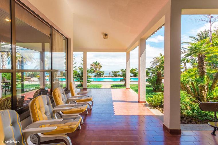 A házat egyébként nem megvette, csak bérli, heti 3500 dollárért, azaz körülbelül 1,2 millió forintért