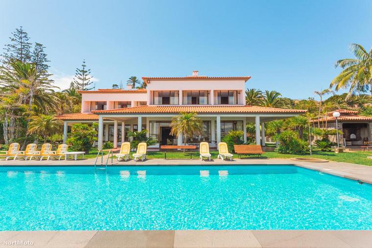 Azt már tudhatja Cristiano Ronaldóról, hogy kocsik terén elég drága ízlése van, most pedig azt mutatjuk meg, házak tekintetében mi tetszik neki