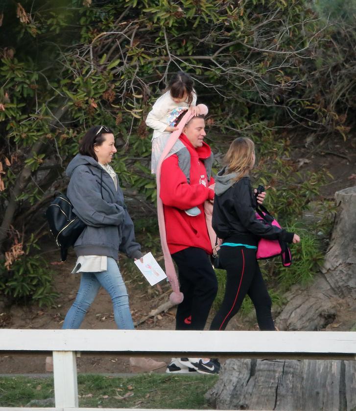Bár Channing Tatum és  Jenna Dewan kapcsolatának már 2 éve vége, lányuk, a 6 éves Everly valamennyire a mai napig összetartja őket