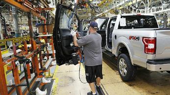 Rezgő csuklópántokat tesztel a Ford a biztonságos távolság tartása miatt