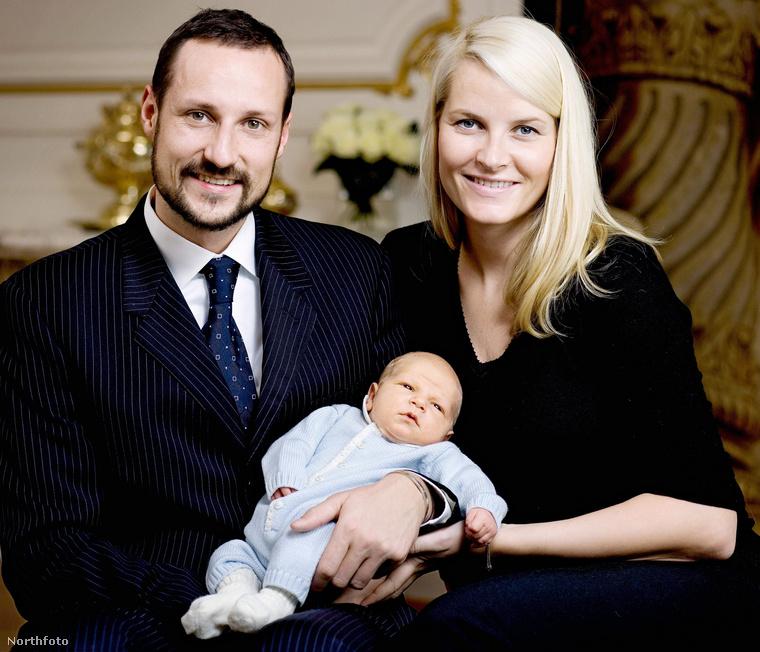 Haakon és felesége első közös gyermeke, s Ingrid Alexandra 2004-ben született,