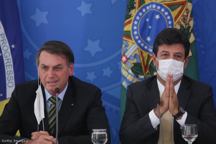 Jair Bolsonaro (b) és Luiz Mandetta (j) egy március 18-i kormányülésen