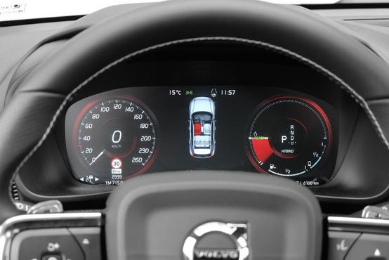 Sport üzemmódban piros fordulatszámmérőt kapunk