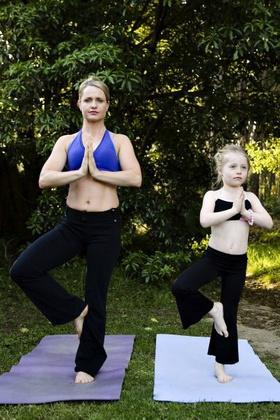 A jóga azóta kvázi a hitvallásává vált, és Instagramján számos alkalommal beszámolt már a sport pozitív hatásairól