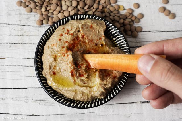 Friss zöldséggel, pirítóssal vagy péksütivel is fogyaszthatjuk.