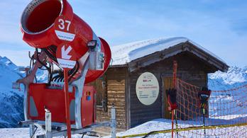 Hóágyúval szórják a fertőtlenítőszert Ausztriában
