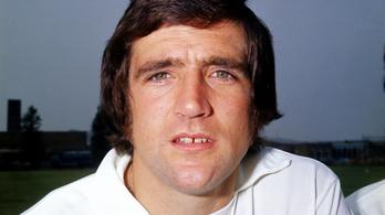 Belehalt a koronavírusba a Leeds 76 éves legendás hátvédje