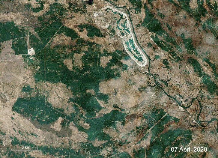 A tűz alakula az Európai Űrügynökség Copernicus Sentinel-2 műholdfelvételei alapján.