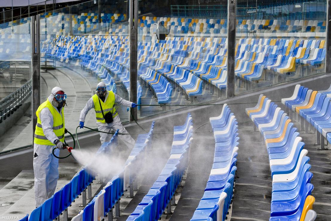 A nápolyi San Paolo Stadiont fertőtlenítik a koronavírus-fertőzés terjedésének megelőzése érdekében 2020. március 4-én