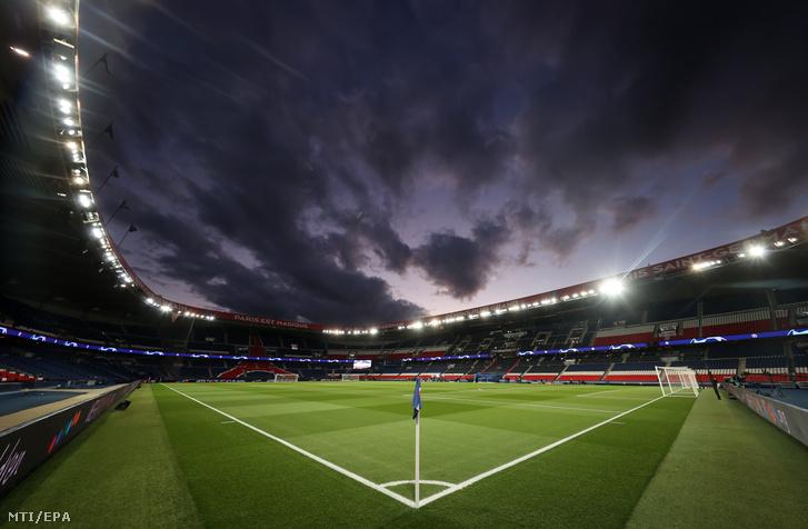 Üres lelátók a párizsi Parc des Princes stadionban a labdarúgó Bajnokok Ligája nyolcaddöntőjének Paris Saint-Germain - Borussia Dortmund visszavágója előtt 2020. március 11-én