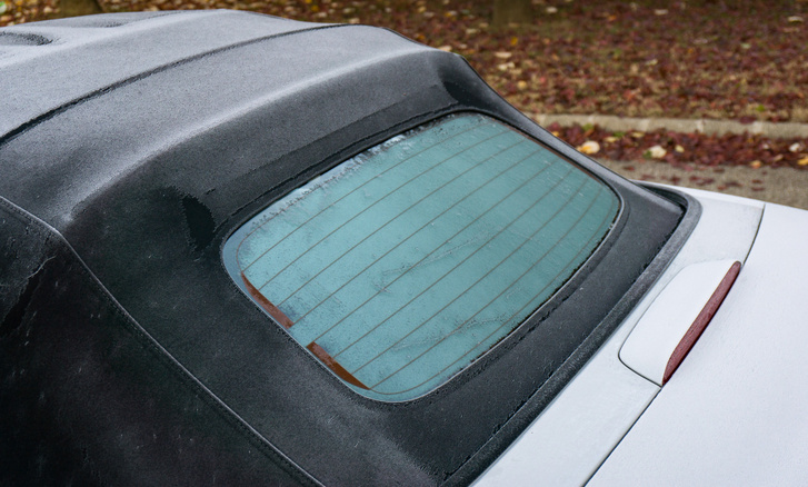 Arra is lehetőségem támadt, hogy értékeljem a fűtött üveg hátsó ablakot, pedig erre általában nem térnek ki az MX-5 tesztek