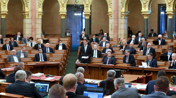 Fizetésemelést kaptak a parlamenti képviselők