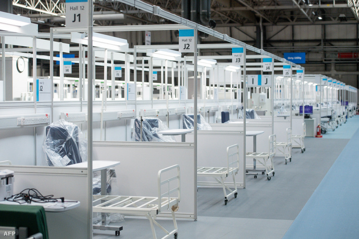 A Nemzeti Kiállítási Központban létrehozott ideiglenes kórház átadása 2020. április 16-án, amit a koronavírussal fertőzött betegek fogadására alakítottak ki az angliai Birminghamben.