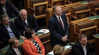 Az MSZP-frakció eladományozza a képviselői fizetésemelését