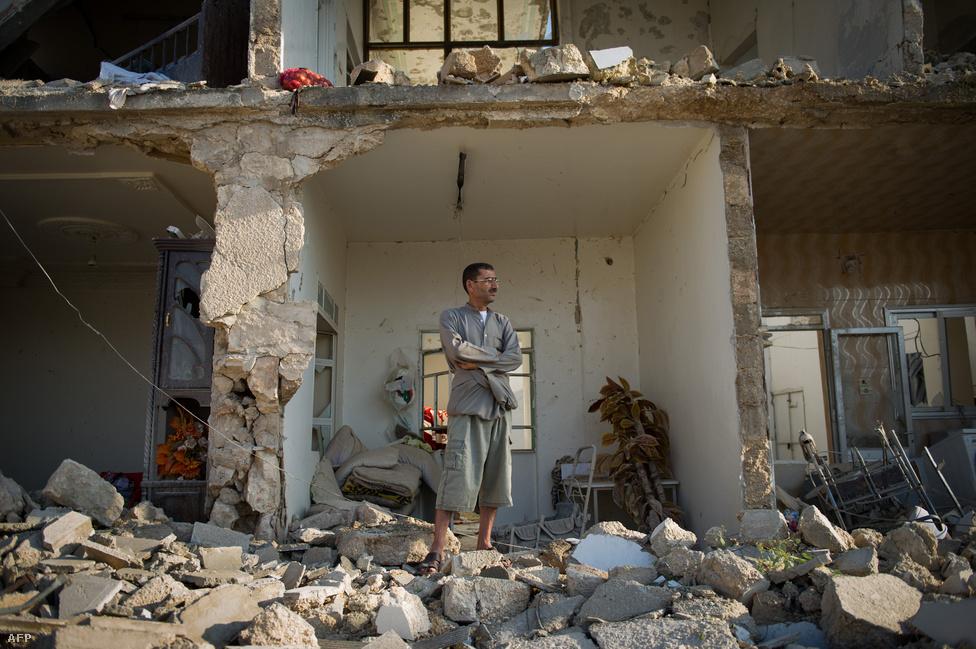 A kormányerők az ország északi részén, Azaz városánál vívott harcokban is bevetették a légi erőt, az egyik támadásban összeomlott egy olyan épület, amely korábban a kormánypárt székhelye volt. A török határ közelében található, mintegy 70 ezres település a szíriai ellenzék fellegvárának számít a térségben.