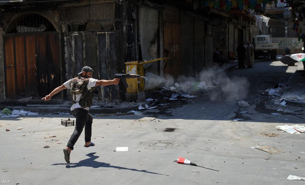 Miközben folytatódtak a harcok, augusztus 10-én kiderült, hogy Lahdar Brahimi volt algériai külügyminiszter veszi át az ENSZ és az Arab Liga szíriai különmegbízottjának posztját Kofi Annantól, aki úgy döntött, nem folytatja a szíriai válság rendezését szolgáló közvetítést.