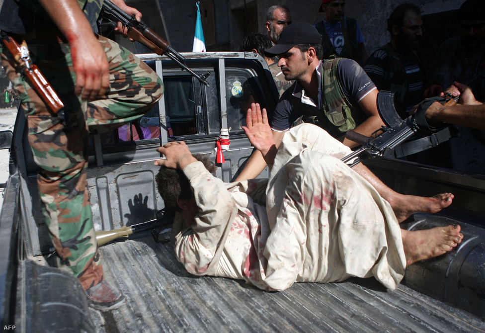 Az Iszlám Országok Együttműködési Szervezete (OIC)a folytatódó erőszak miatt Irán ellenkezése ellenére is felfüggesztette Szíria tagságát az 57 tagú szervezetben.
