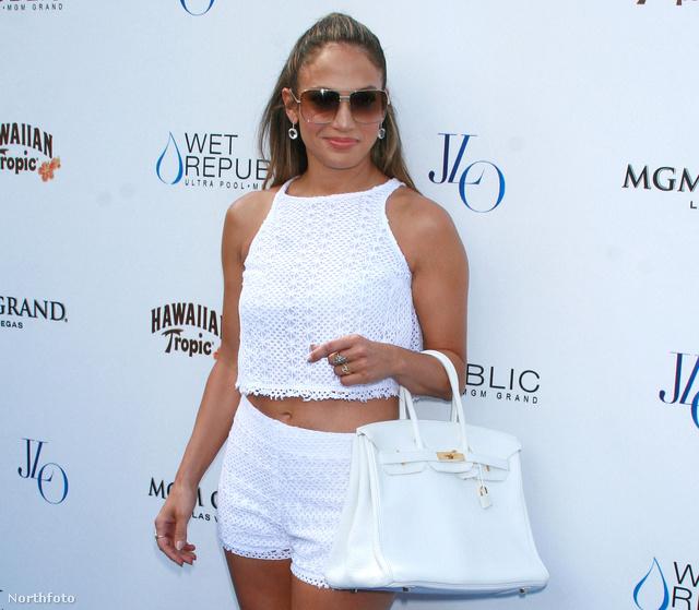 Jennifer Lopez forrónadrágban augusztus 18-án