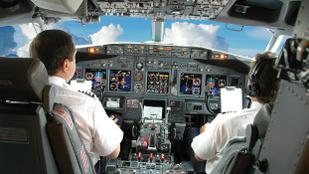 Hogy tudják behozni a pilóták a késés miatt kieső időt?