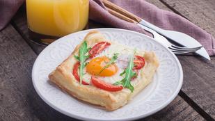 Gyors reggeli leveles tésztából sonkával, tojással és jó sok olvadt sajttal