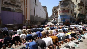 Pakisztánban nyitva maradnak a mecsetek ramadánkor