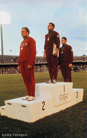 A nyertesek az 1968-as olimpián. Az első helyezett Zsivotzky Gyula, a második helyezett Romuald Klim, és a harmadik Lovász Lázár.