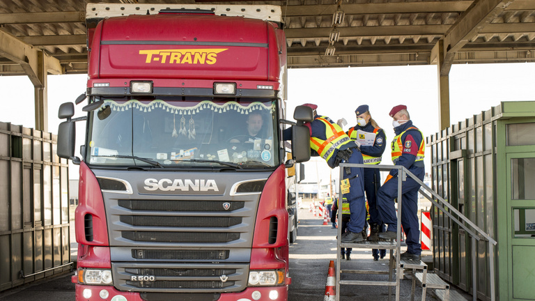 Leprásként kezelik a magyar kamionsofőröket