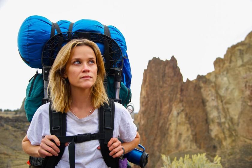 A múlttal való szembenézéshez és egy lelki újjászületéshez vezet az utazás a Vadon című filmben: a Reese Witherspoon által játszott főszereplőnő 1500 kilométert gyalogol magányosan az észak-amerikai nyugati part mentén.