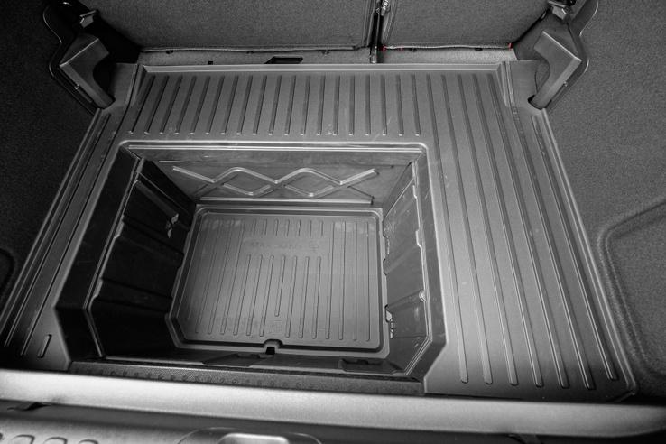 Megabox még a gumiszőnyeggel az alján