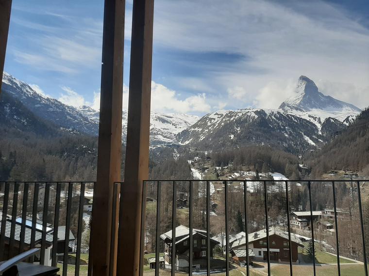 A svájci Zermatt-béli House Mojóból egyenesen a hósipkás hegyekre látni