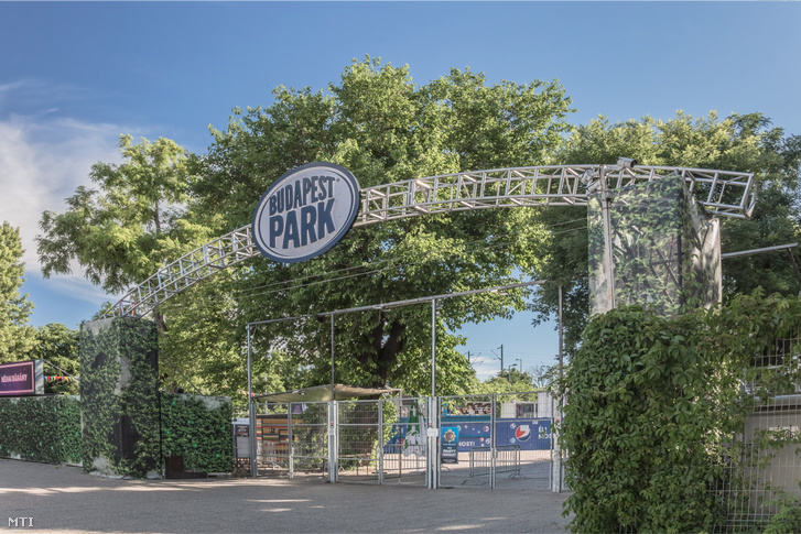 A Budapest Park bejárata 2016-ban