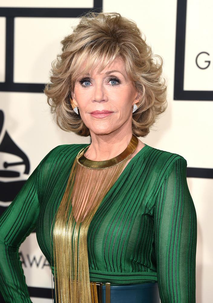 Jane FondaA színésznőnek nem csak a háta fájt a mellei miatt, de állítólag a férje is gyűlölte a benne lévő szilikont