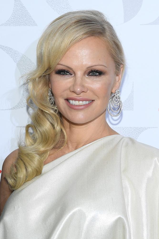 Pamela AndersonA12 napig tartó házasságot is maga mögött tudó színésznő 1999-ben intett búcsút a mellében lévő szilikonnak