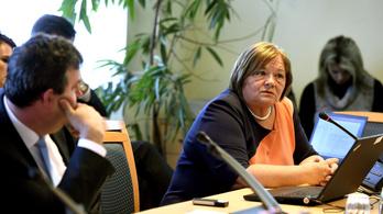 Jól keresnek a NAT-ot is fejlesztő oktatási projekt szakértői