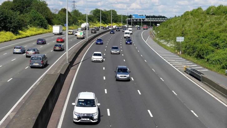 m25-london-orbital-motorway-near-junction-18-in-hertfordshire-uk