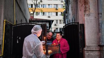 Romániában nehezen viselik a kijárási korlátozást