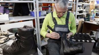 Mozgáskorlátozottak ezrei maradhatnak ortopéd cipő nélkül