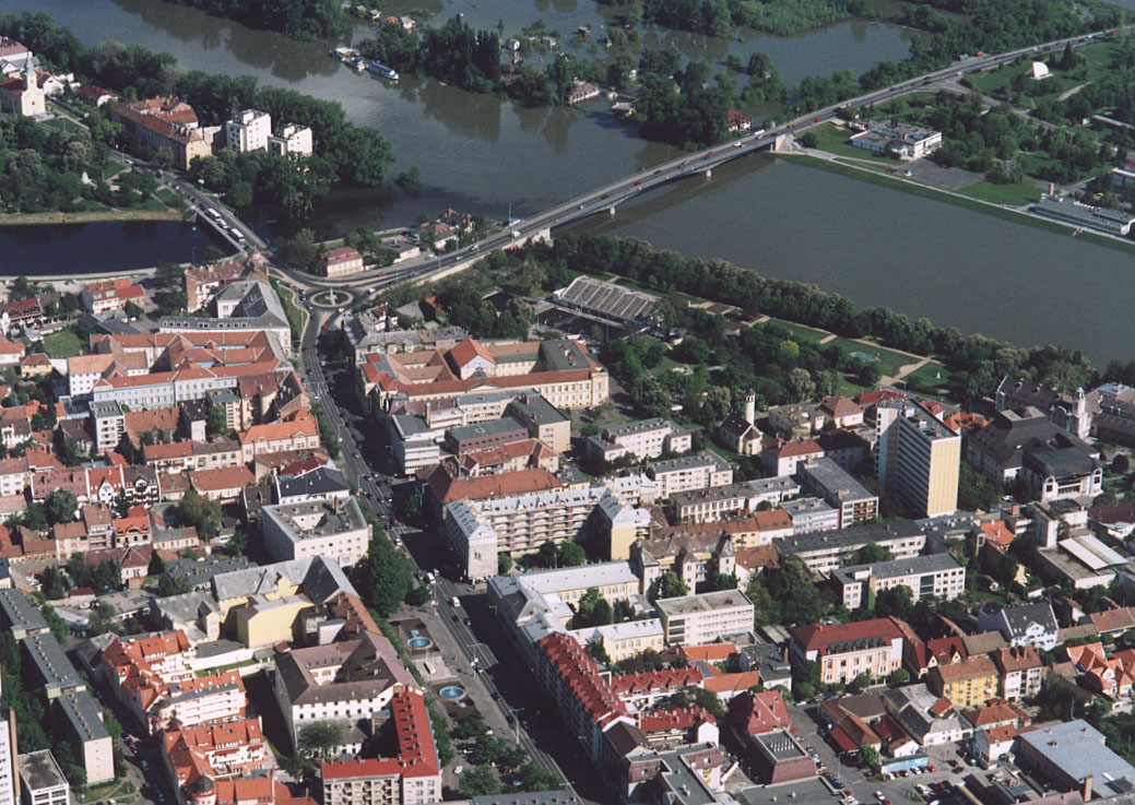 A Tisza mentén fekvő települést felismered így, madártávlatból?
