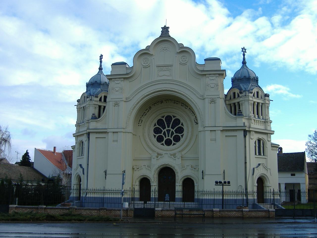 Tudod, melyik magyar városban található ez a zsinagóga?