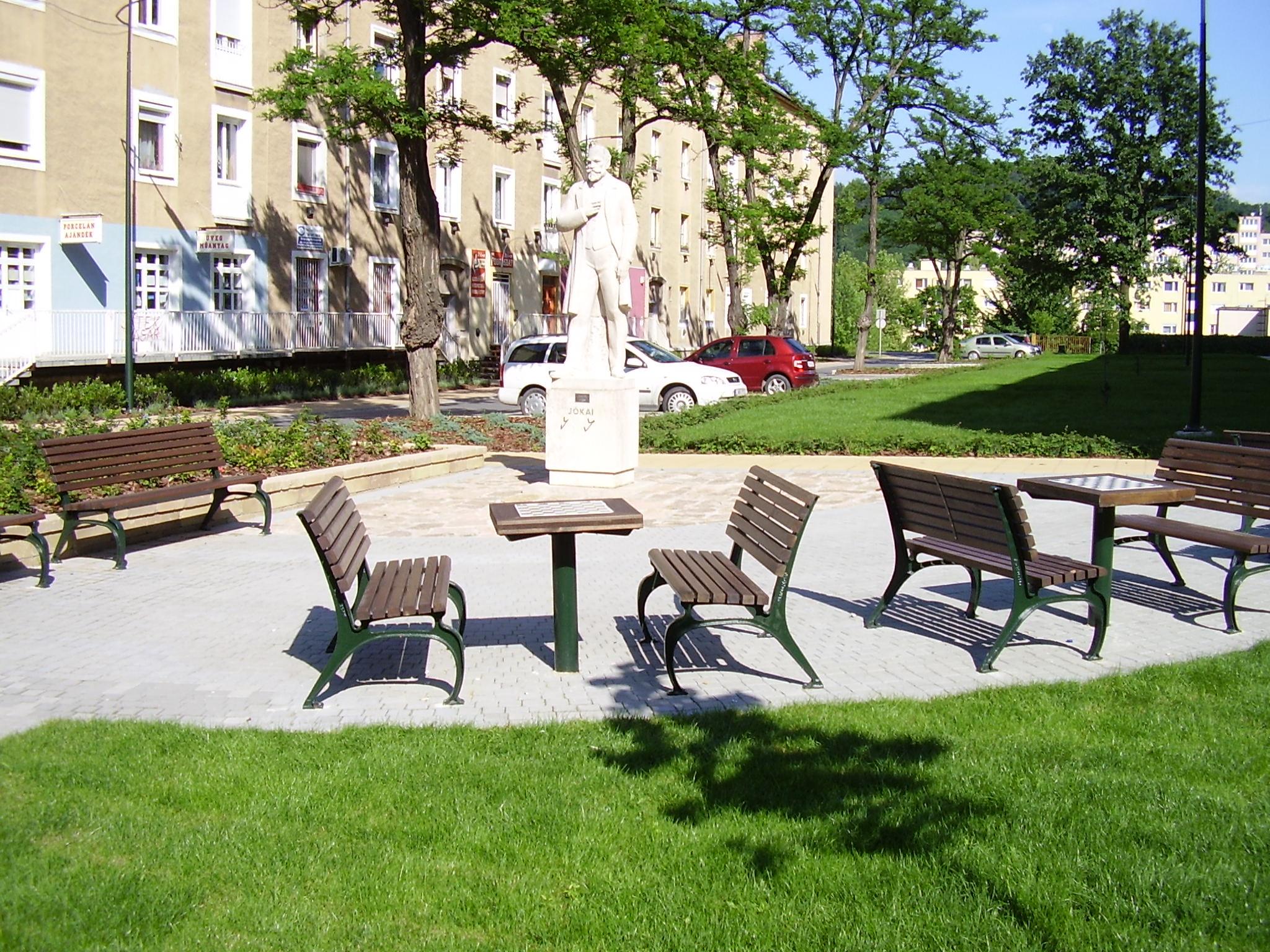 A Jókai teret gyönyörűen felújították - de melyik városban?
