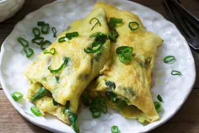 Spárgás, mozzarellás omlett - Egészséges, színes reggeli sok fehérjével