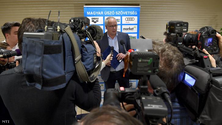 Wladár Sándor, a Magyar Úszó Szövetség (MÚSZ) elnöke, olimpiai bajnok és kétszeres Európa-bajnok úszó nyilatkozik egy korábbi sajtótájékoztatón