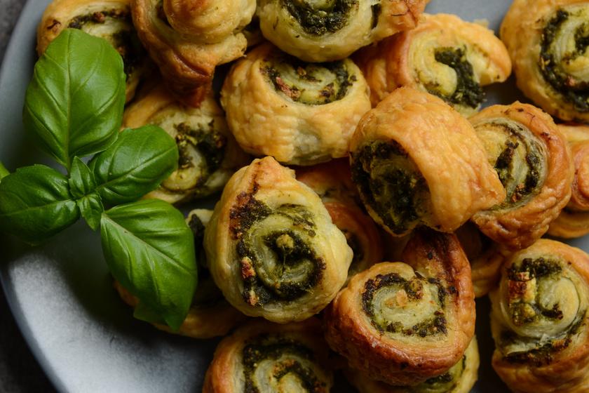 Spenótos, fetás tekercs: bolti leveles tésztából villámgyorsan elkészül