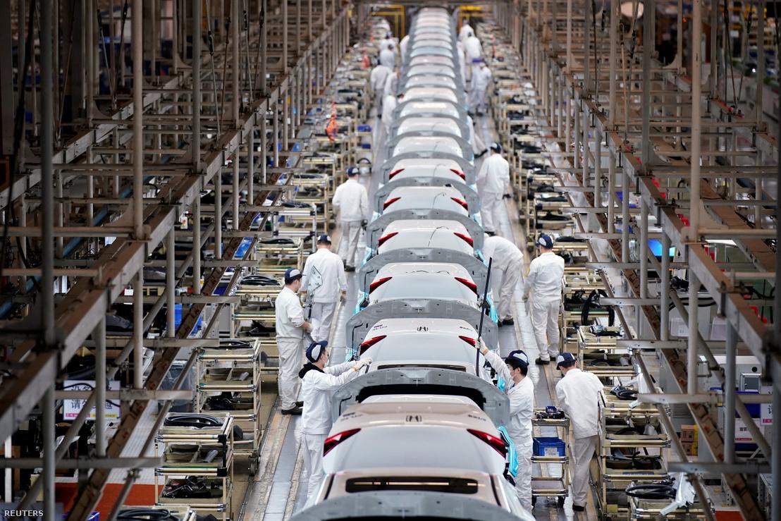 Dolgozók a Honda vuhani gyárában 2020. április 8-án