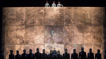 A rendszerváltás óta példátlan államosítás a színházakban