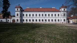 Újra kastély lett a lepusztult elmegyógyintézetből – Befejeződött az Esterházy-kastély főépületének a felújítása