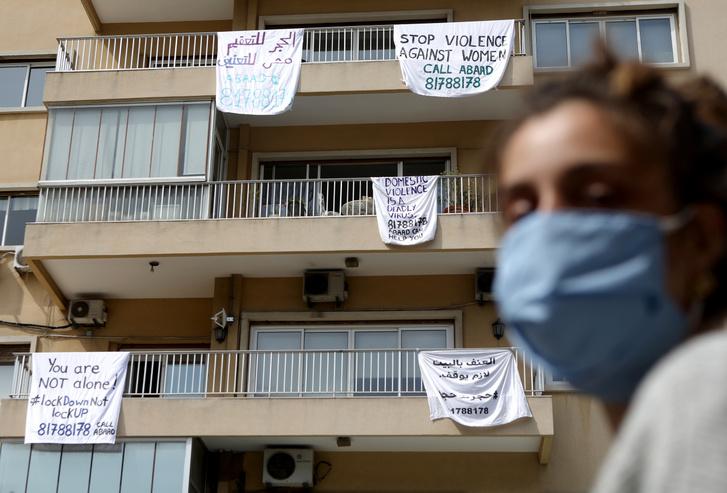 A családon belüli erőszak növekedésére való figyelemfelhívó kampány Bejrútban, Libanon fővárosában 2020. április 16-án