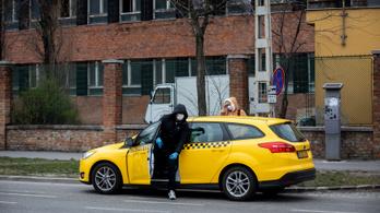 Tizedére esett a taxizás