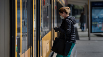 Budapest makes face masks compulsory in shops and on public transport
